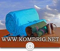 """Самонадувающиеся коврик и """"сидушка"""" в полускатанном и полностью скатанном в рулон состоянии"""
