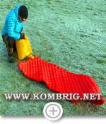 Накачивание австралийского микроволоконного коврика Sea to Summit Comfort plus Insulated мешком-насосом Exped Schnozzel Pumpbag