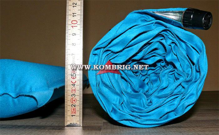 Сравнение толщины полностью надутого самонадувающегося коврика (слева) с толщиной рулона, в который был скатан точно такой же коврик (справа)