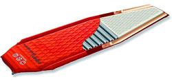 Коврик Peak Oyl Aero Mtn американской фирмы Pacific Outdoor Equipment - комбинация пенополиуретана и наноматериала (аэрогель)