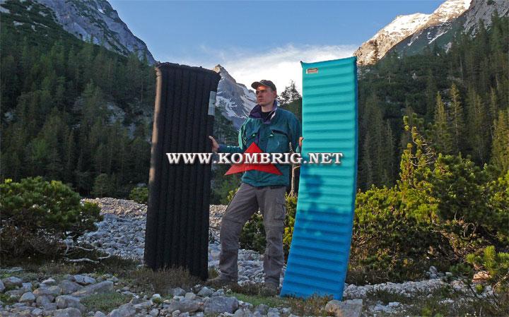 Пуховый коврик DownMat 7 (слева) и самонадувающийся коврик Therm-a-Rest Deluxe LE