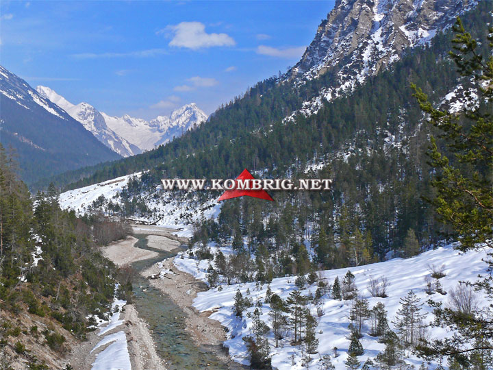 Фрагмент ландшафта, на котором проводился тест туристического коврика Exped SynMat Winterlite MW: горный массив Karwendel (Тироль, Австрия)